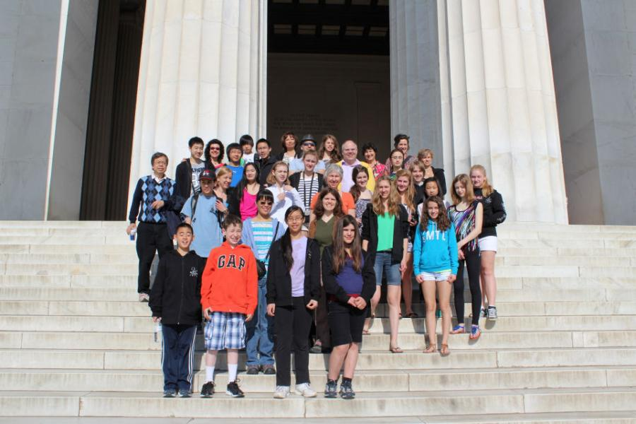 Stellae Boreales tour on the steps of the Lincoln Memorial